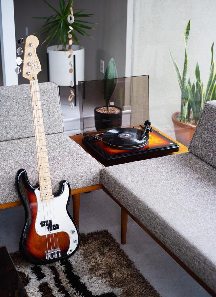 Fender Precision Bass et PrecisionDeck - (c) Fender